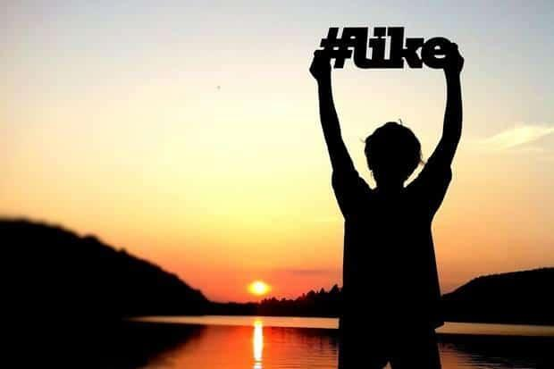 8 Brands Rocking Facebook Hashtags