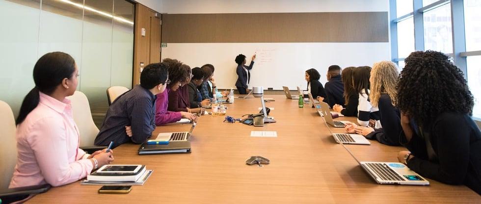 How to run a revenue team meeting (+example agendas)
