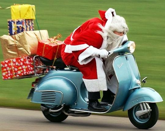 Santa-Claus-Is-Coming-To-Town-5