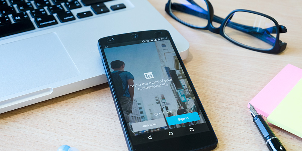 New LinkedIn Messenger Tools Make Setting Up Meetings Easier Right In Chat