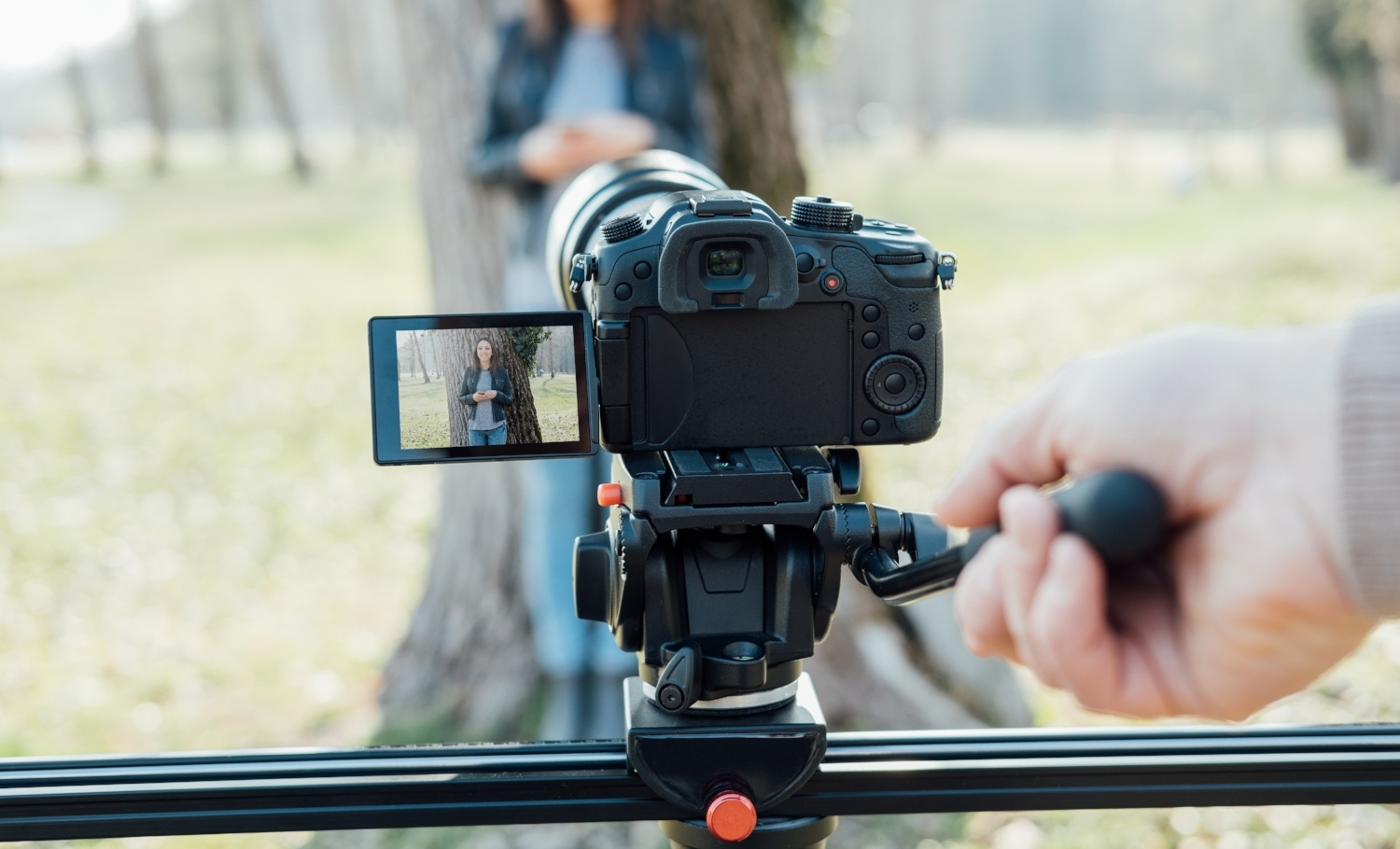 Should You Buy a DSLR Camera in 2019? (4 Reasons Why You Shouldn't)
